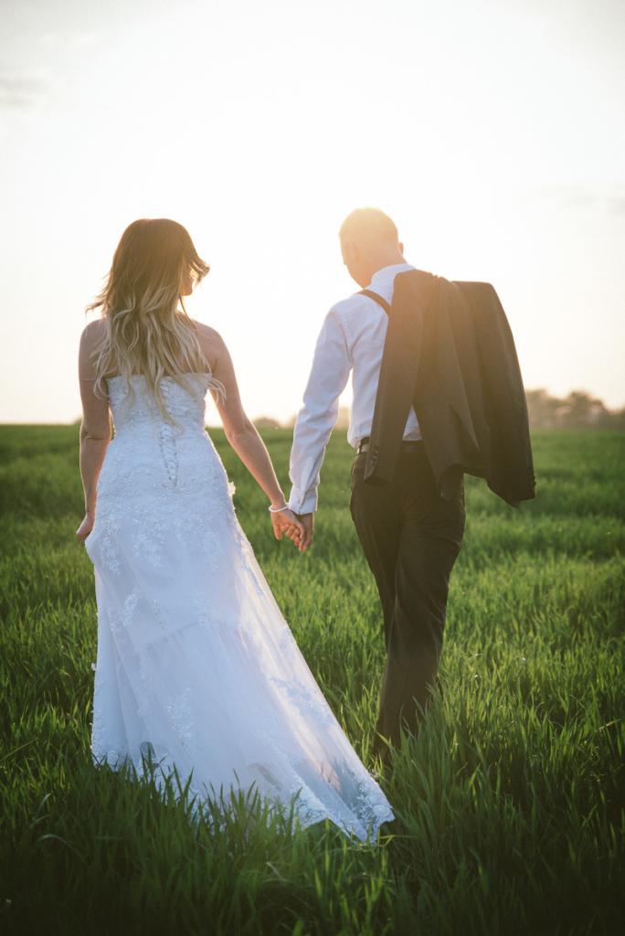 Brautpaar in Abendsonne Sonnenuntergang Hochzeitsfotograf Studio152