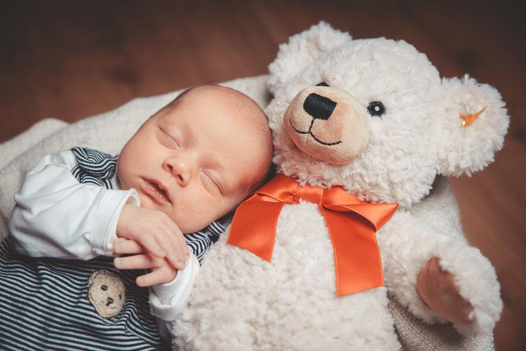 Newborn Fotoshooting Baby Family NewSchoolPhotos Witten Dortmund Familienfotografie
