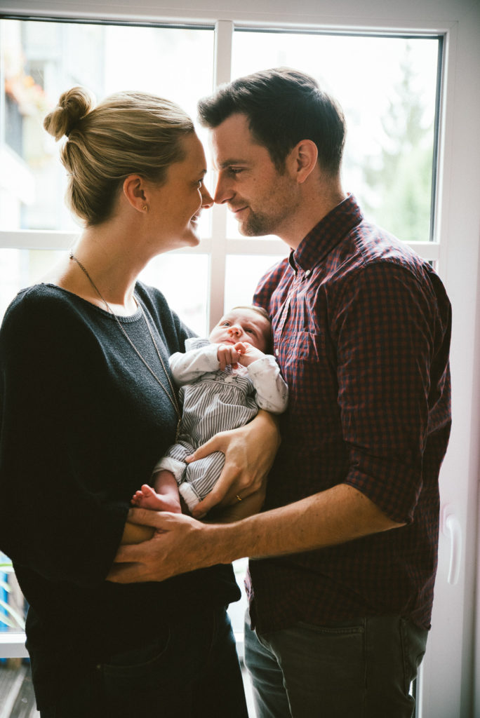 Newborn Fotoshooting Baby Family Homeshooting Love NewSchoolPhotos Witten Dortmund Familienfotografie Fokusfabrik